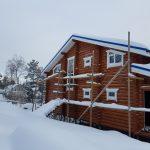 строительство из оцилиндрованного бревна зимой