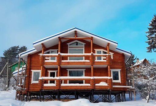 Дома из зимнего леса