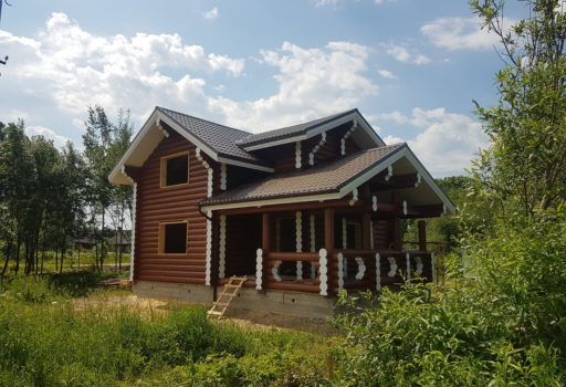 Двухэтажный дом из бревна в Доможирово