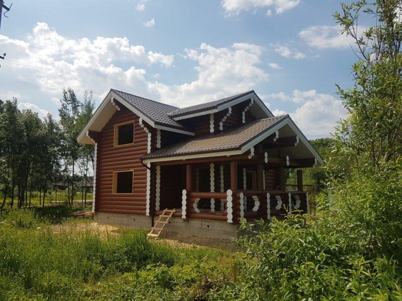 Дом из бревна под усадку в Доможирово после покраски